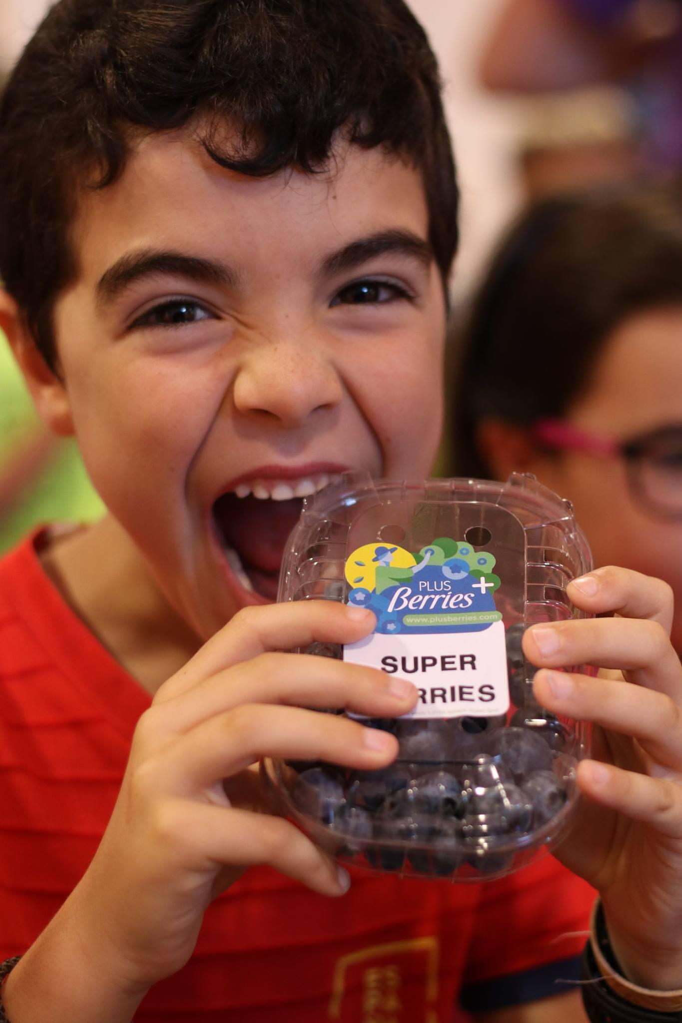 Una año más los niños disfrutan con las Súper Berries