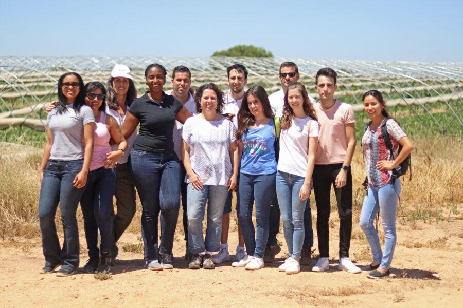 La Facultad de Biología de la Universidad de Sevilla visita nuestros cultivos sostenibles